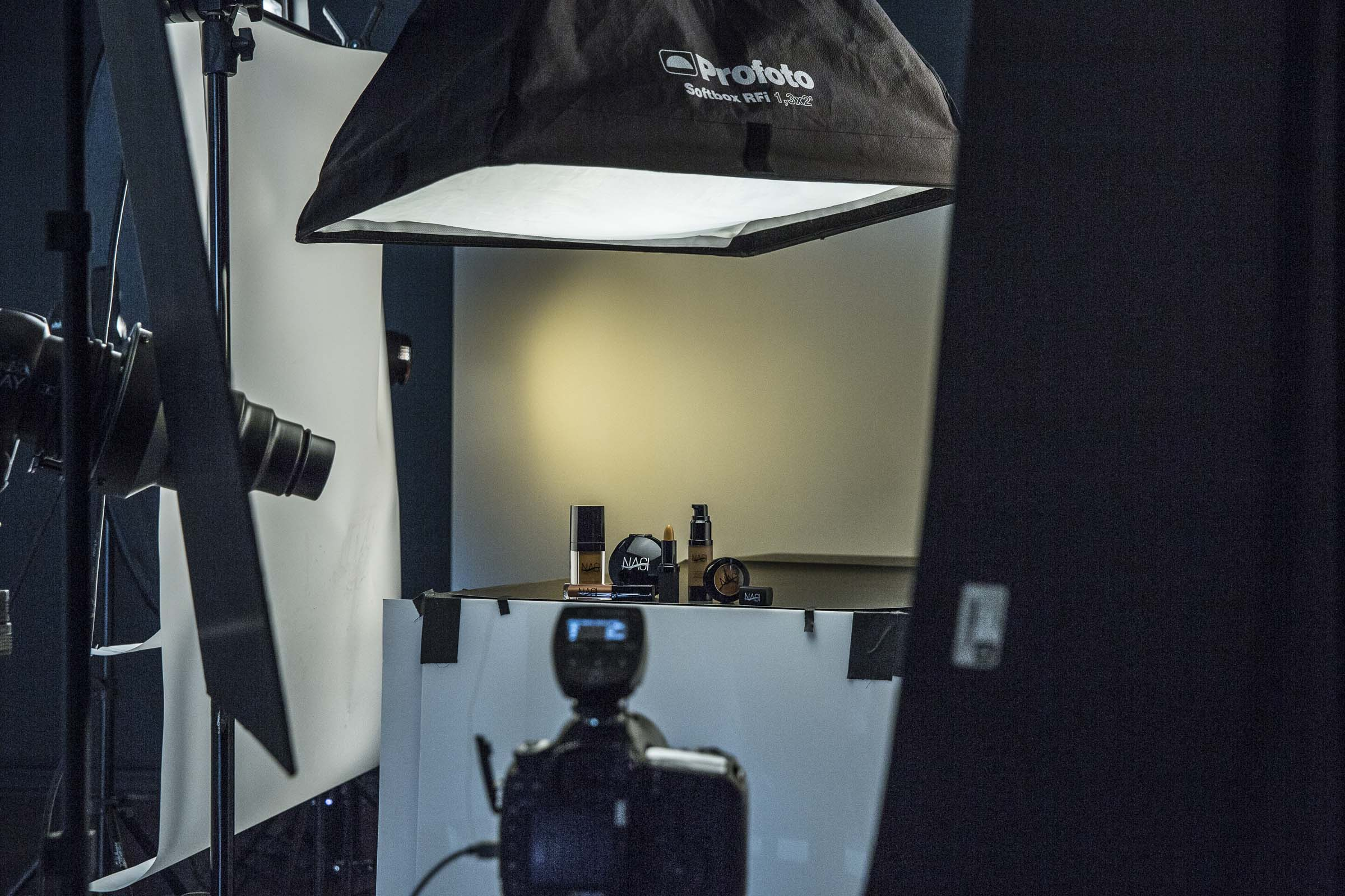 behind-the-scenes-cosmetic-photography-06